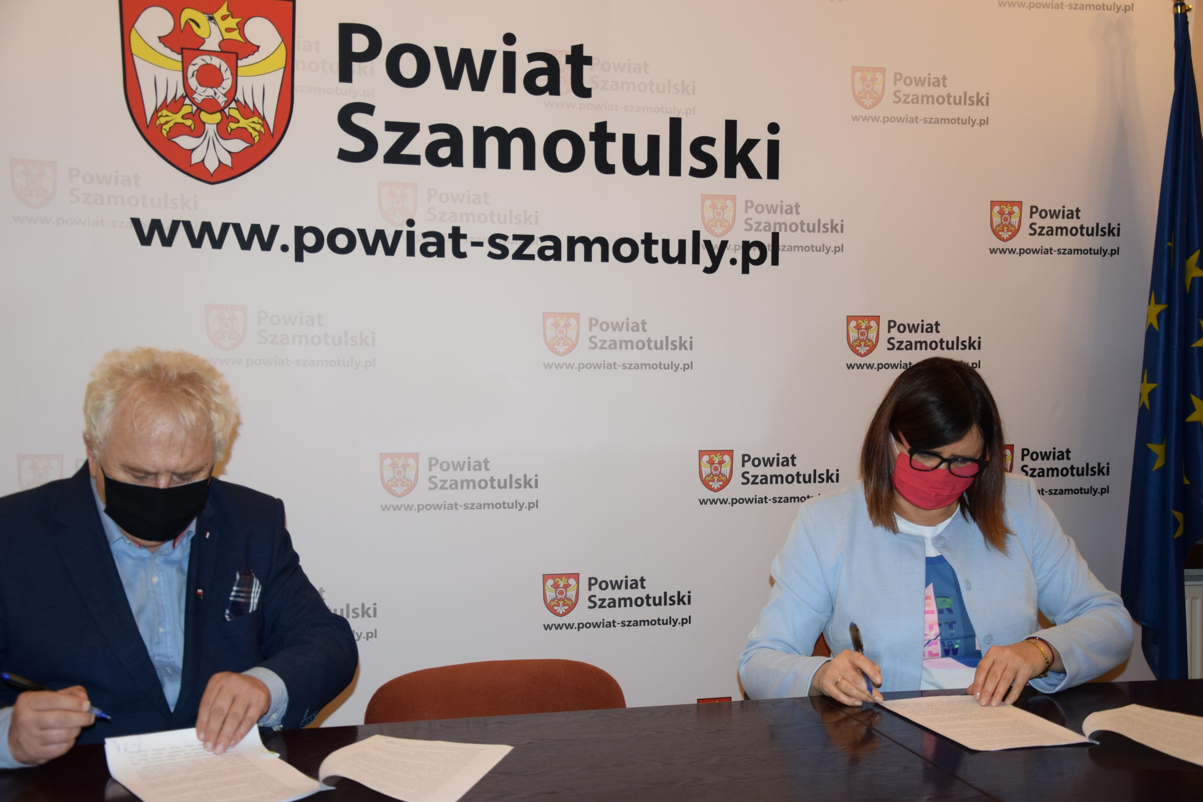 Podpisanie umowy dofinansowania do autobusu