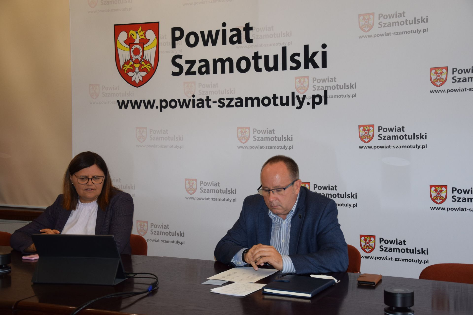 Wideokonferencja dot. szczepień - na zdjęciu Starosta Beata Hanyżak i p. Jaromir Zieliński